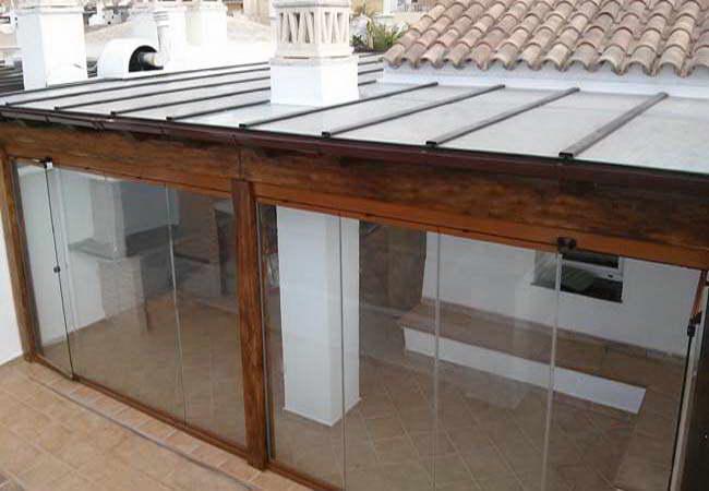 Pergolas de madera y tejados tropicales for Tejados y cubiertas de madera