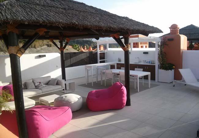Pergolas de madera y tejados tropicales - Terrazas chill out ...